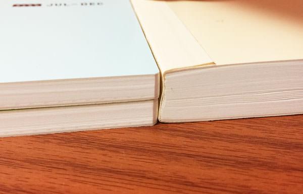 1年版とavecの厚さ比較 その2