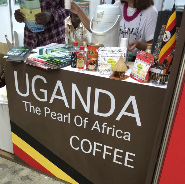 ウガンダブースのコーヒー試飲