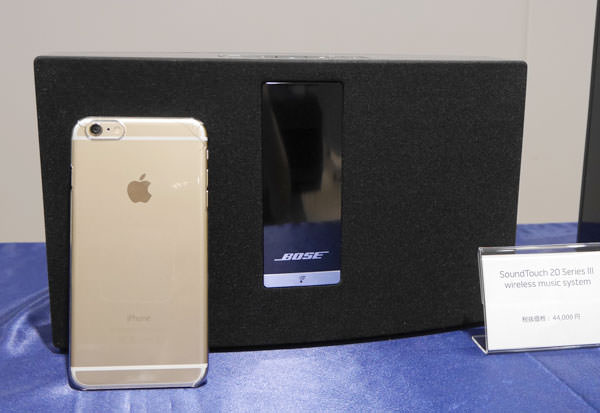 ボーズ サウンドタッチ20の大きさをiPhone 6 Plusと比較した