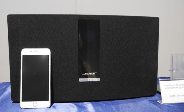 ボーズ サウンドタッチ30の大きさをiPhone 6 Plusと比較した