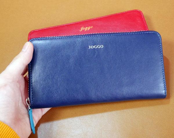 メンズラウンドファスナー財布を手に持った大きさ