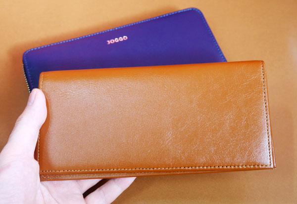 JOGGO 本革長財布を手に持ってみた大きさ