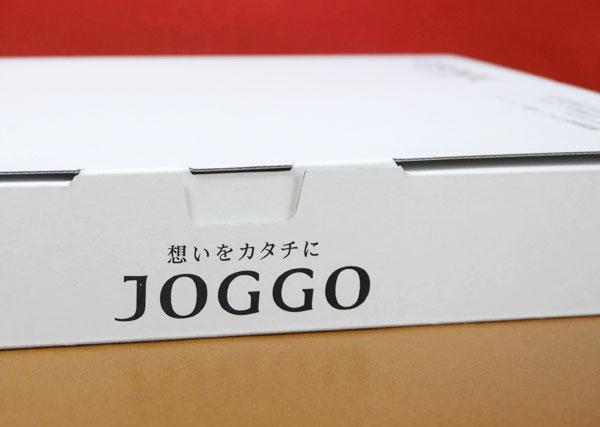 白い箱で配送される
