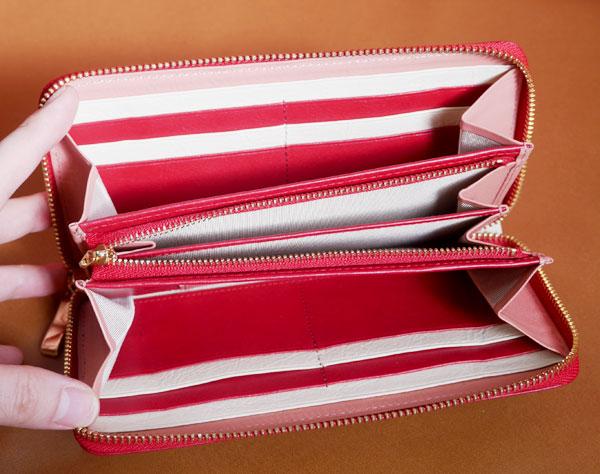 レディースラウンドファスナー財布を開いた画像