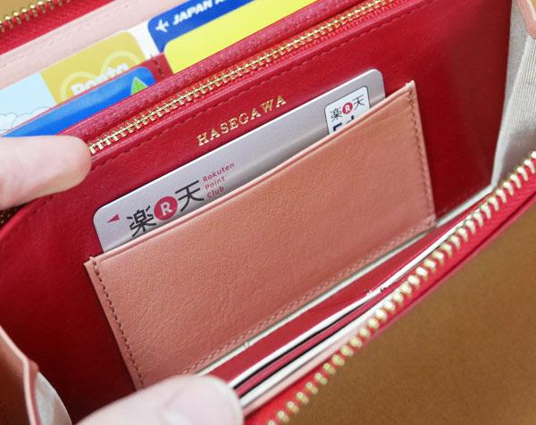 内側のカードポケットにクレジットカードを入れてみた