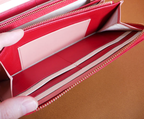札入れの内側には1つだけカードポケットがある