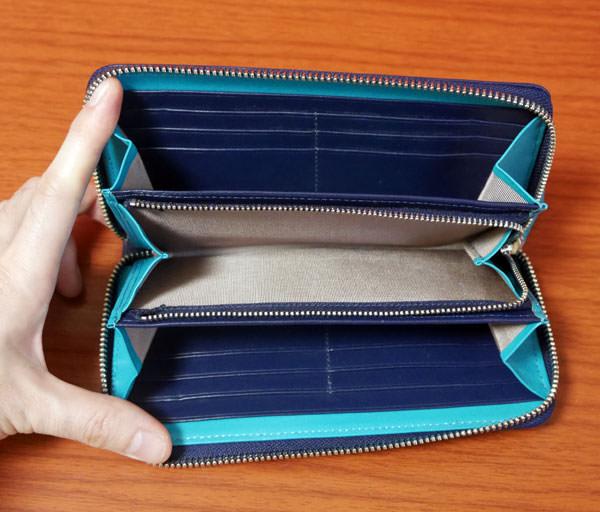 ラウンドファスナー財布の開く角度