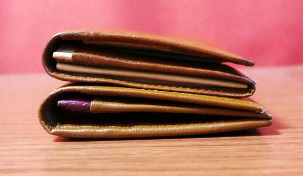 JOGGOの本革長財布とココマイスターのマットーネ マルチウォレット 厚みを比較