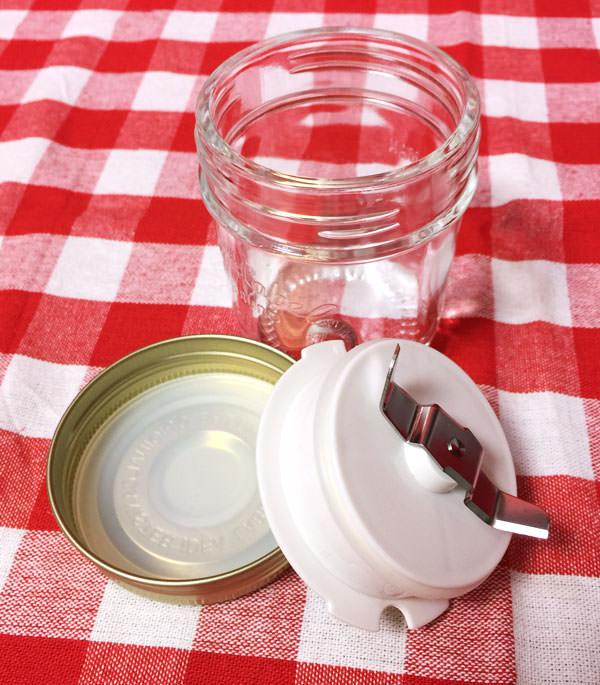 ミルセットを構成する部品 ミルカップ、ミル、蓋、ゴムパッキン