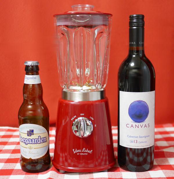 コンパクトガラスブレンダーの大きさをワインボトルやビール瓶と比較した画像