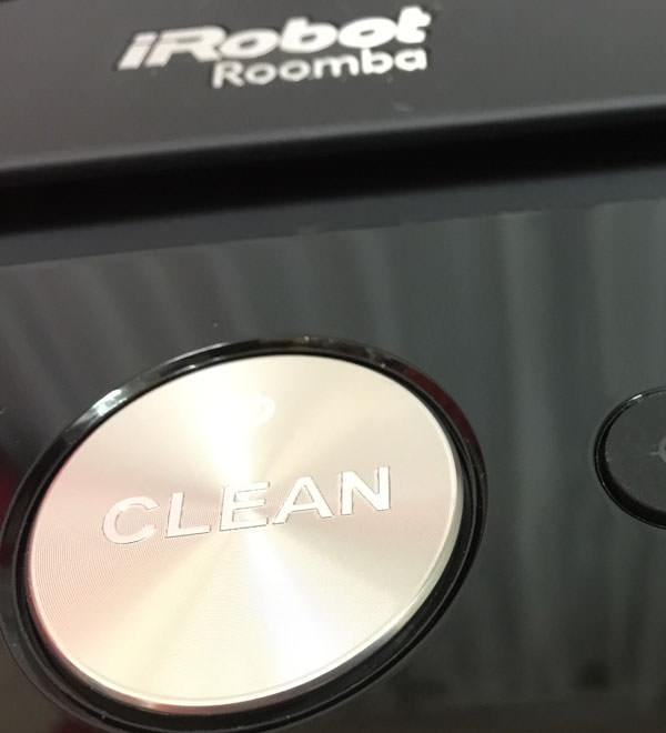 ルンバ本体の「CLEAN」ボタンでスタートさせる