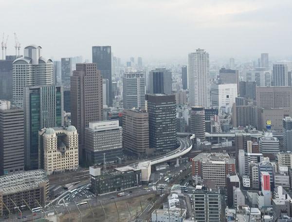 スカイウォークから大阪駅の方を見た景色