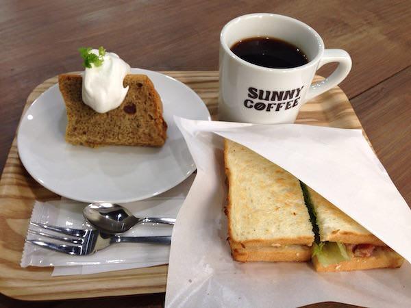本日のコーヒーとハムチーズサンドイッチと豆乳きな粉シフォンケーキ