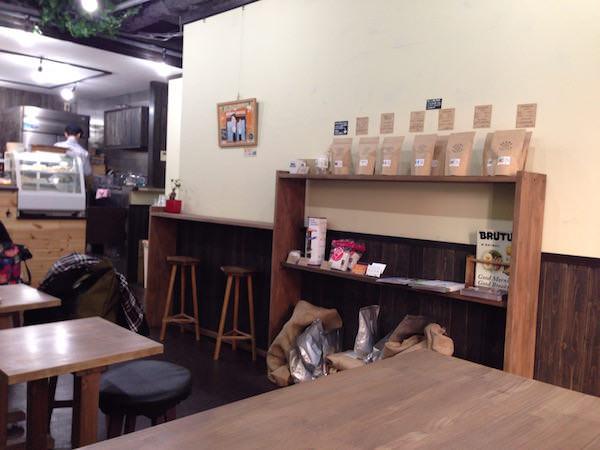 店内ではコーヒー豆も販売している