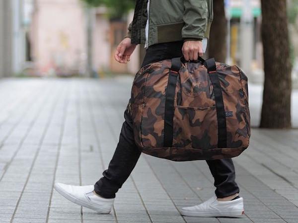 ポケッタブルボストンバッグには長短2つの持ち手がある