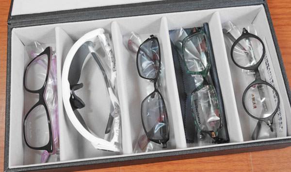 メガネケースの中に無料試着を注文したメガネが入っている
