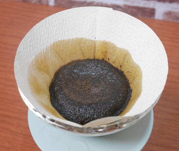 最初は粉が膨らむ程度にお湯を入れて蒸らす