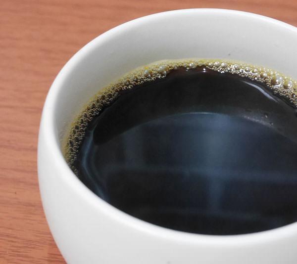 淹れたコーヒーを飲むと、いつもよりもスッキリした味