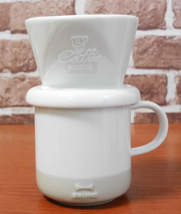 ドリッパーとマグカップを重ねるだけですぐにコーヒーが作れる