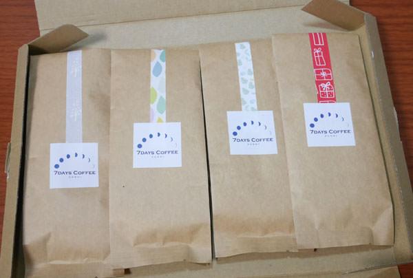 4種類のコーヒー豆が並んで入っています