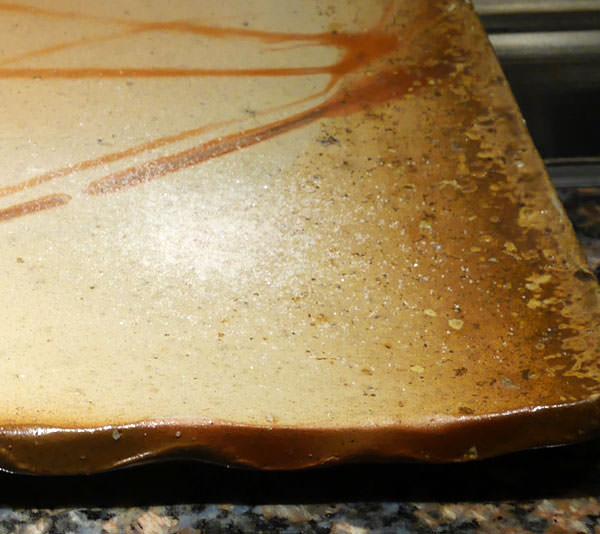 お皿にはヒマラヤの岩塩が盛られています。付けて食べます