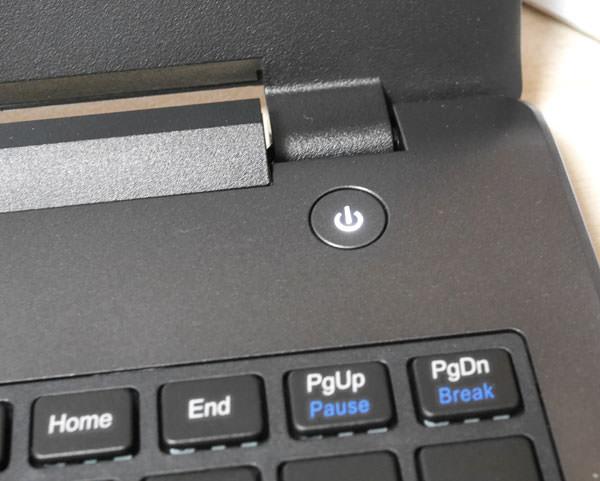 起動ボタンはキーボード右上にある
