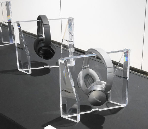 QuietComfort 35 wireless headphones 展示画像