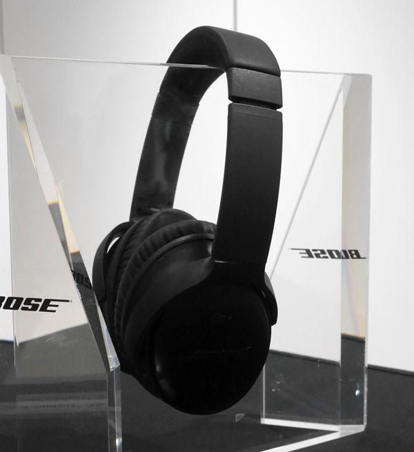 QuietComfort 35 wireless headphones ブラックモデル 展示画像