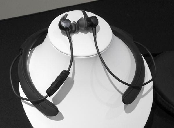 QuietControl 30 wireless headphones 全体画像