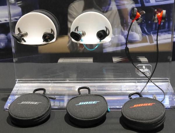 SoundSport wireless headphonesとSoundSport Pulse wireless headphonesの展示画像