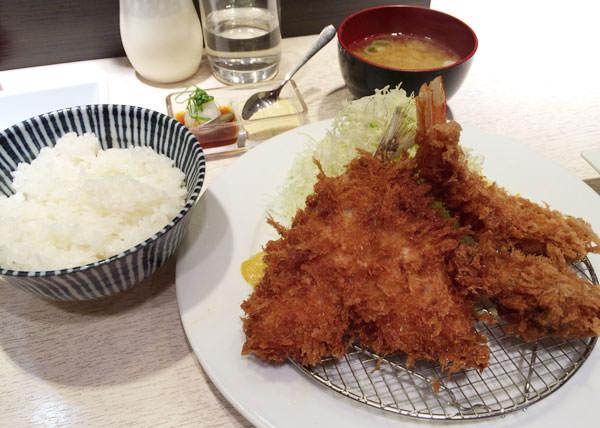 ミックス定食(あじ・えび・かき) 1,600円 が届いた