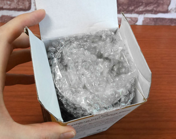 箱を開けたところ 梱包材に包まれて入っている