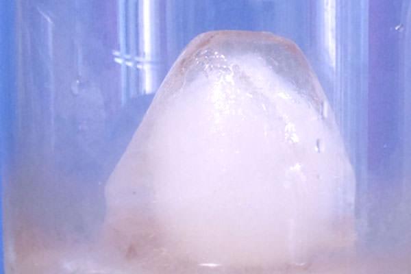 富士山型氷のアップ画像