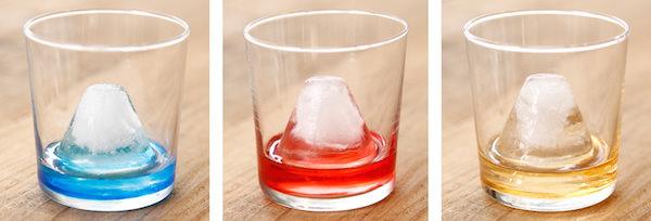中に入れる飲み物で表情が変わる