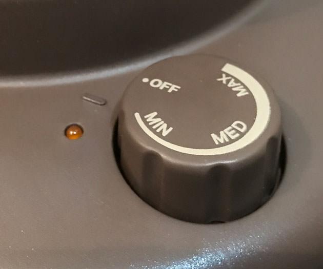 右側には電源スイッチと強度設定
