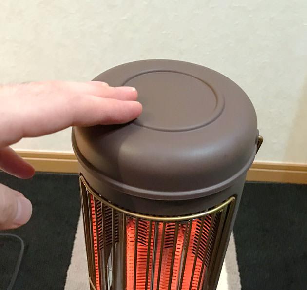 電源が入っていても筐体は熱を持たないので触れる