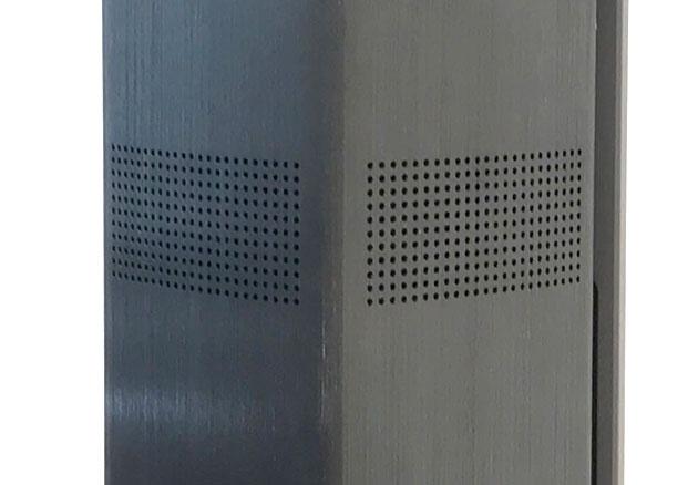 スピーカーの4面に穴が開いており360度に音が広がる