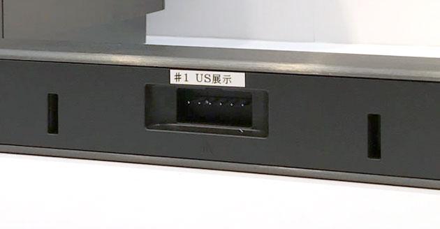 センターチャンネルスピーカー は6ピンのケーブルでコンソールと接続
