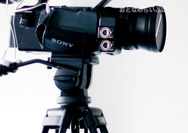 カメラと三脚の画像
