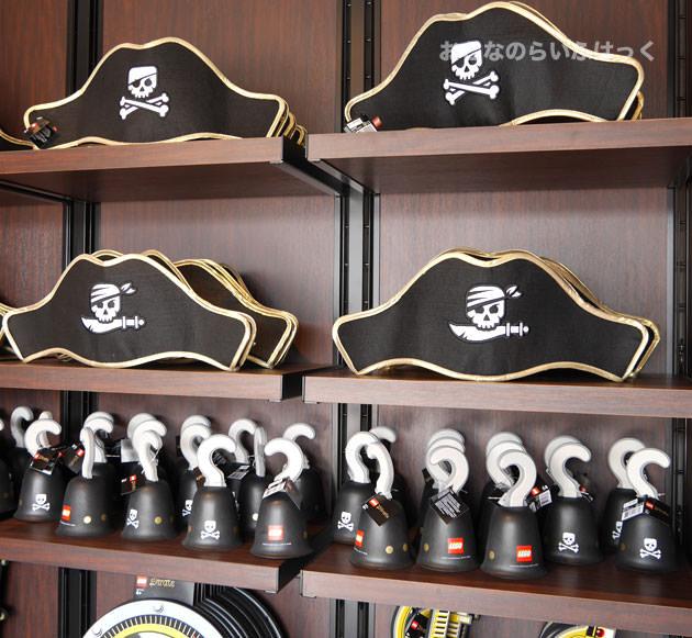 ロスト・ブーティー・トレーディング・ポストでは、海賊のコスプレアイテムを売っている