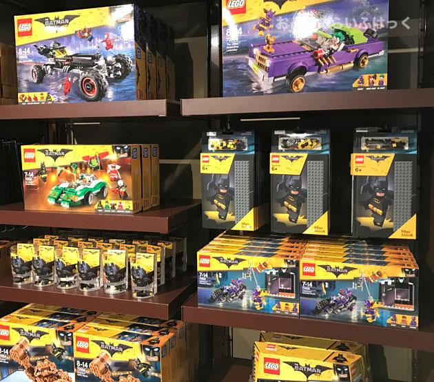 スタジオ・ストアではバットマンシリーズなどを売っている
