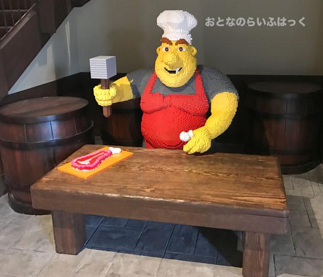 入り口に入るとレゴで作られた大きなコックさん
