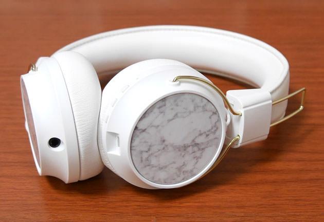 Sudio REGENT WHITE ヘッドフォンキャップWhite Marbleを装着した状態