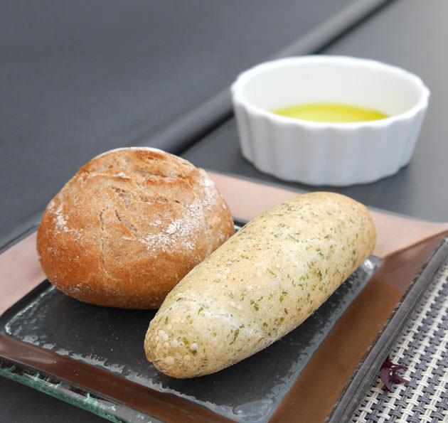 ライ麦のパンとあおさ海苔のパン