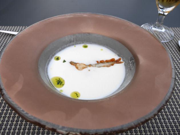 じゃがいもの冷製スープ(ビシソワーズ)と鮎のフリット