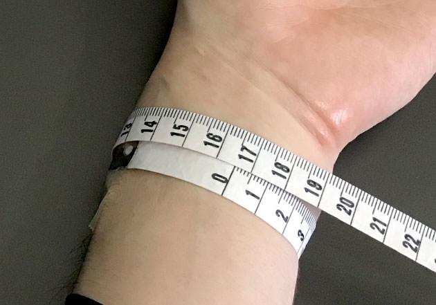 手首周りのサイズは16.5センチ