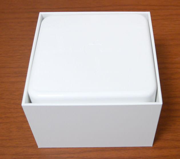 箱を開けると白いケースが入っている