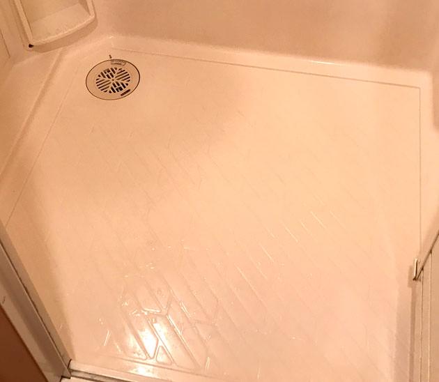 掃除後の風呂場の床がとても綺麗