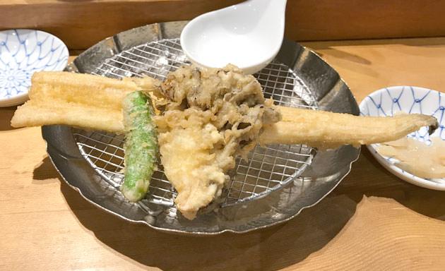 1皿めの天ぷら 穴子、ししとう、舞茸