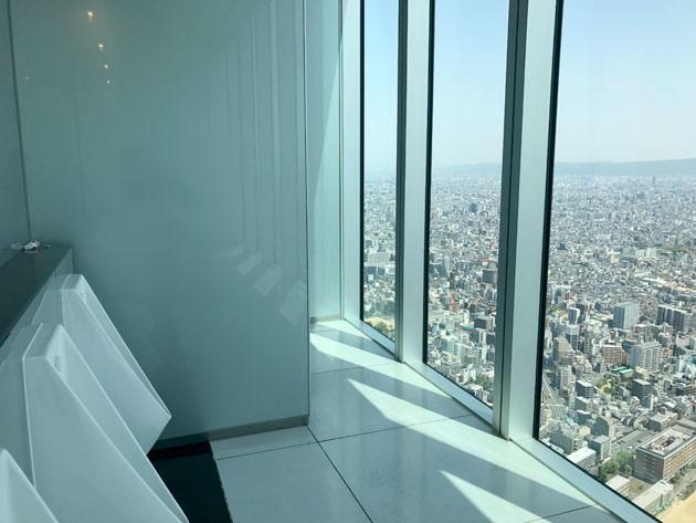 ガラス張りで景色がよく見える